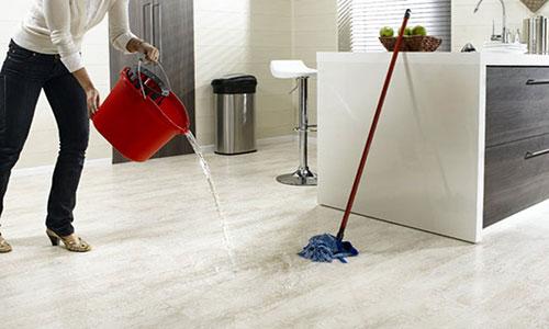 Как предотвратить вздутие ламината при влажной уборке
