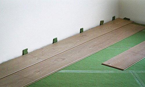 Хвойная подложка под ламинат steico на полу