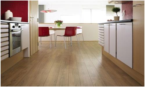 Ламинат на кухне простота в уборке