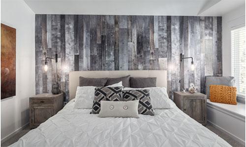Отделка ламинатом стен в спальне