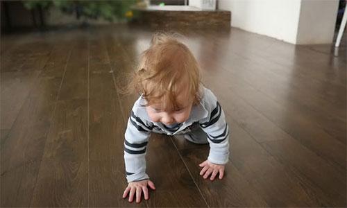 Безопасен ли ламинат для детской