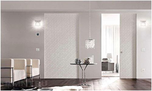 Двери невидимки в цвет со стеной сочетание с ламинатом
