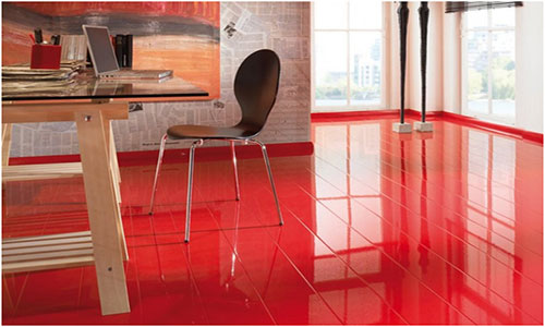 Глянцевый ламинированный пол красного цвета